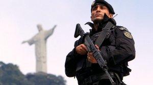 brasil-rio-policia-bope-tropa-elite-cerro-cora-upp-20130429-05-size-598