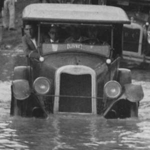 Enchente-de-1926-Taxi-300x300